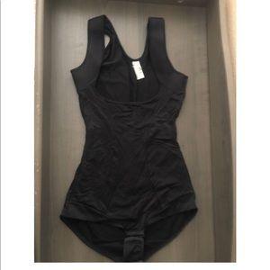 Black maidenform shapewear